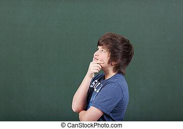 su, contro, dall'aspetto, pensieroso, lavagna, studente, maschio