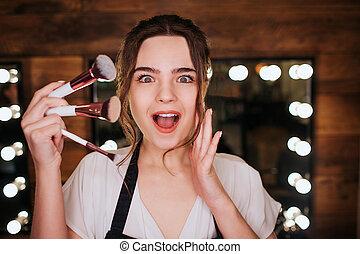 su., lampadine, donna, set, occhio, sguardo, bellezza, room., luce, fare, spazzole, giovane, macchina fotografica, behind., specchio, emotivo, presa, stupito, lei