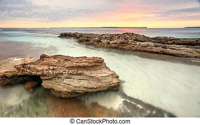 suave, pastel, colores, de, un, salida del sol, en, hyams, playa, australia