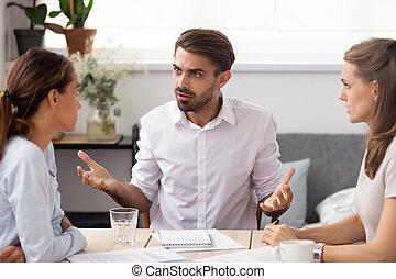 subalterne, business, fâché, femme, groupe, réunion, homme affaires, discuter