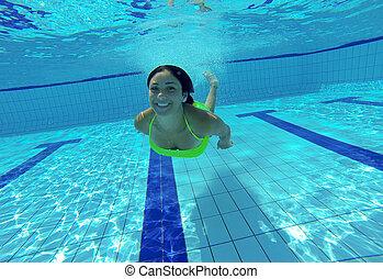 submarinas, mulher, jovem, sorrir feliz, piscina, natação