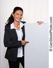 succesvolle , jonge, businesswoman, met, een, lege, poster