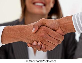 succesvolle , sluiting, close-up, zakenlieden, delen