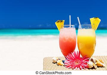 succhi, due, tropicale, fresco, spiaggia bianca, sabbioso