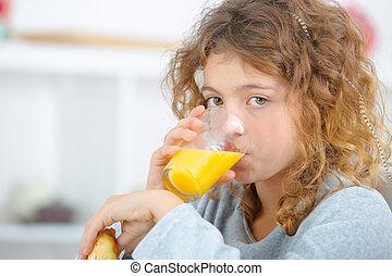 succo arancia, ragazza, bere