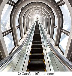 sucedido, conceito, escadas rolantes