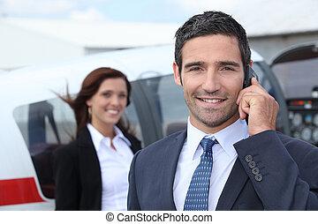 sucedido, homem negócios, aeroporto