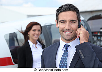 sucedido, homem negócios, em, aeroporto