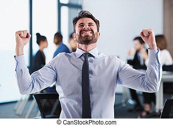 sucedido, homem negócios, em, escritório, durante, um, reunião