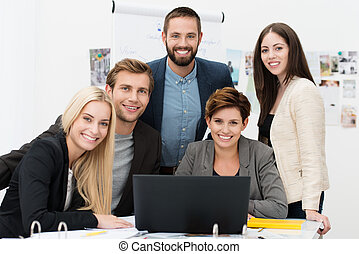sucedido, multiethnic, equipe negócio