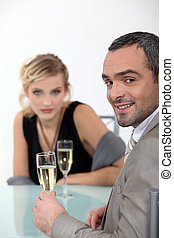 sucedido, par, brindar, champanhe