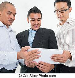 sud-est, discussion, asiatique, hommes affaires
