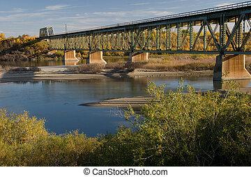 sud, train, pont, dans, saskatoon