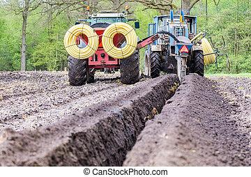 suelo, tractores, agricultura, tubos, drenaje, poniendo, dos