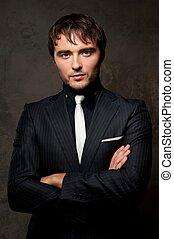 suit., guapo, joven