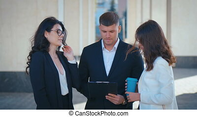 suits., leur, business, porter, business., projet, discuter, classique, bureau, réussi, équipe, démarrage, bâtiment., teamwork.