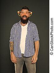 sujeito, desfrutando, entretendo, moda, divertimento, brincalhão, partido., glasses., só, mind., engraçado, hipster, partido, himself., beard., desgastar, extravagante, óculos, homem enfrentado, meu, accessory.