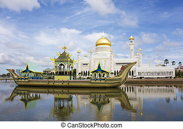 Image of Sultan Omar Ali Saifuddien Mosque and the Ancient Royal Barge, Bandar Seri Begawan, Brunei.