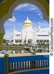 Image of Sultan Omar Ali Saifuddien Mosque, Bandar Seri Begawan, Brunei.