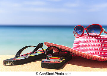 Summer concept of sandy beach - Pink hat and red glasses ...