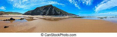 Summer sandy beach (Portugal). - Summer sandy beach (Algarve...