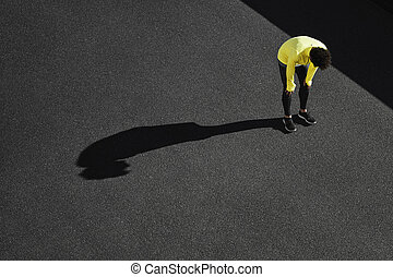 sun., exhaustion., 運動選手, 熱, workout., 疲れた, 重く, 壊れなさい, 下に, 人, フィットネス, 取得, 走って走りなさい, 呼吸, cardio, 後で
