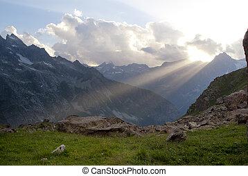 sun shine in the mountain