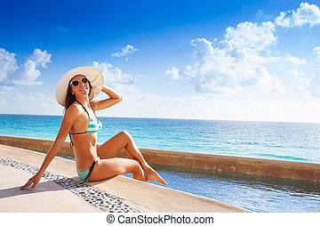 sunbathes, mulher, óculos de sol, chapéu branco, feliz
