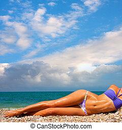 sunbathes, vrouw, strand