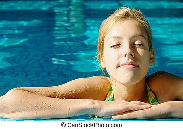 sunbathing, 青少年的 女孩, 在, the, 池