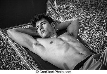 sunbathing, shirtless, jonge, luierstoel, strand, man