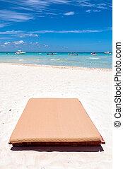 sunbed, en, playa tropical, en, isla mujeres, méxico