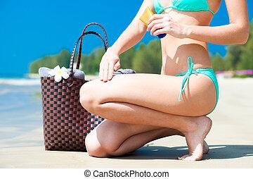 sunblock, 女, 適用, beachbag, 足, ローション, トロピカル, 日焼け,...