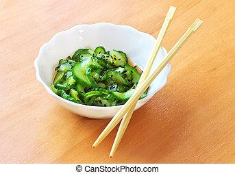 sunomono., pepino, japonés, ensalada