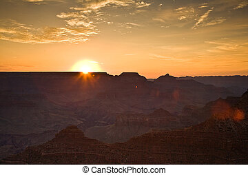 Sunrise at Grand Canyon seen from Mathers Point, South rim