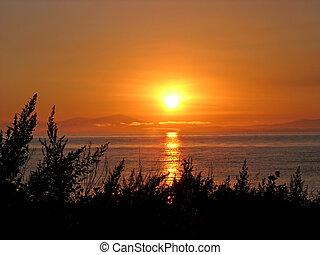 Sunrise at Japan sea (Ussuri Bay).