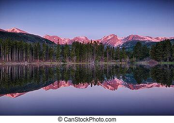 sunrise at Sprague lake, Rocky Mountain National Park, ...
