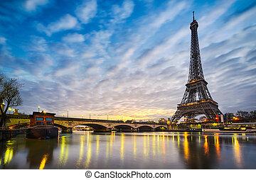 Eiffel tower, Paris - Sunrise at the Eiffel tower, Paris
