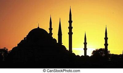 Sunrise in Istanbul, Timelapse - Suleymaniye Mosque Skyline...