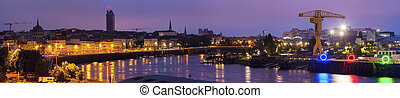 Sunrise in Nantes - panoramic view of the city. Nantes, Pays...