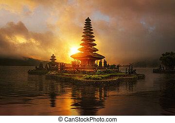 sunrise in Pura Ulun Danu Bratan temple