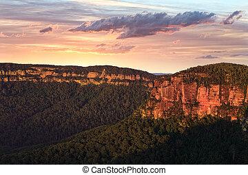 Sunrise Kanagra Walls - Kanangra-Boyd National Park is...