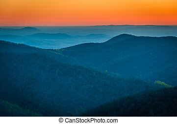 Sunrise over the Appalachian Mountains, seen from Skyline...
