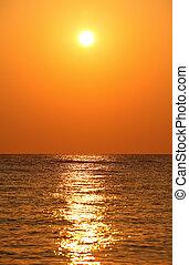 sun's, reflexion, sonne, aus, sätze, horizont, meer, meer,...
