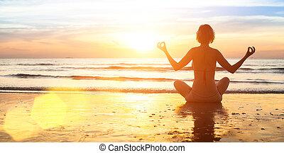 sunset., צללית, להתאמן, החף, אישה, יפה, במשך, יוגה