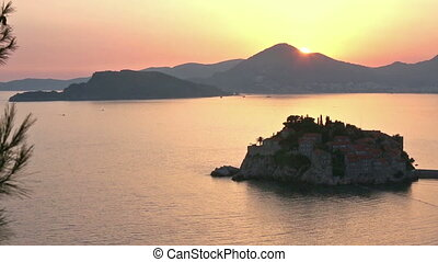 Sunset and Sveti Stefan sea islet - Pink sunset and Sveti...