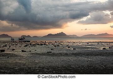 Sunset at low tide, beach Corong Corong, El Nido, Palawan, Philippines