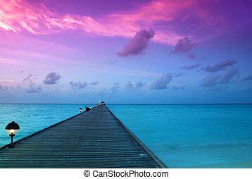 Sunset in the maldives - Beautiful sunrise over the sea and ...