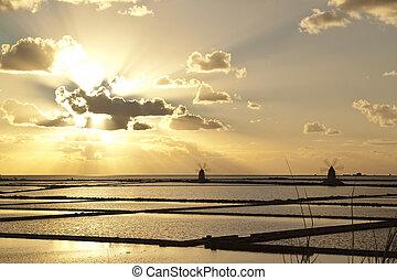 Sunset on saltern quater - Sunset on Stagnone saltern,...