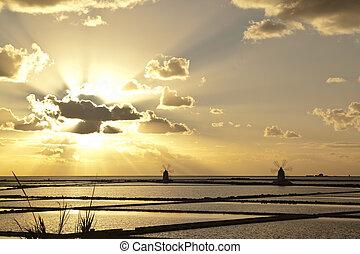 Sunset on saltern quinquies - Sunset on Stagnone saltern,...